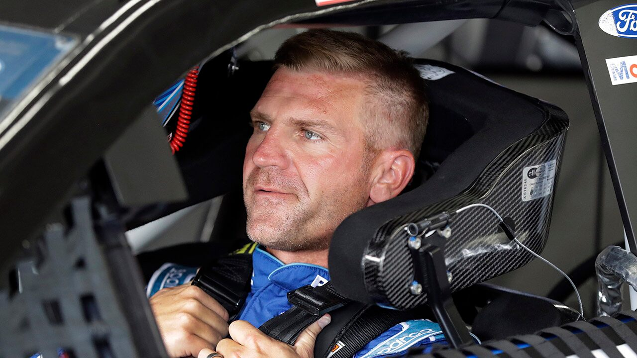 Clint Bowyer retiring from NASCAR to become Fox Sports analyst