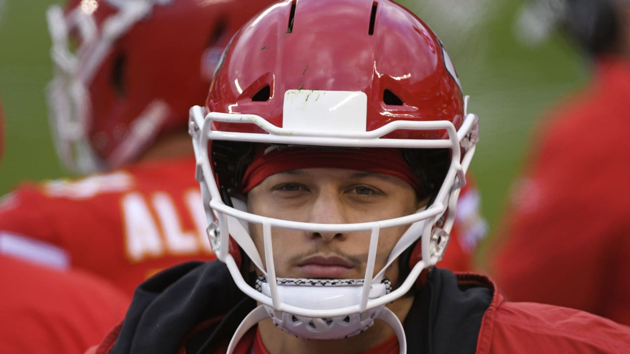 Chiefs' Patrick Mahomes suffering from turf toe, not 100 percent