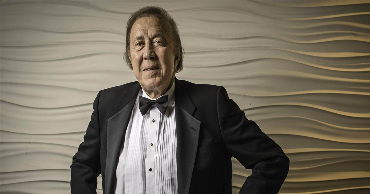 Decrying racism, fans pushed for years to get Latino NFL pioneer Tom Flores in Hall of Fame
