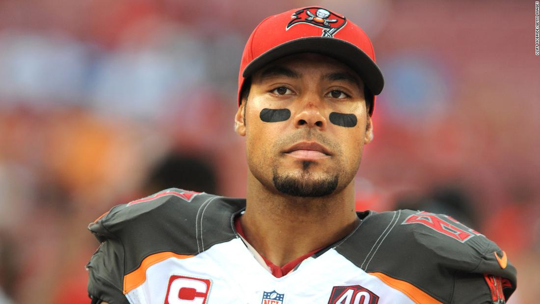 Vincent Jackson, former NFL wide receiver, found dead in hotel room, authorities say