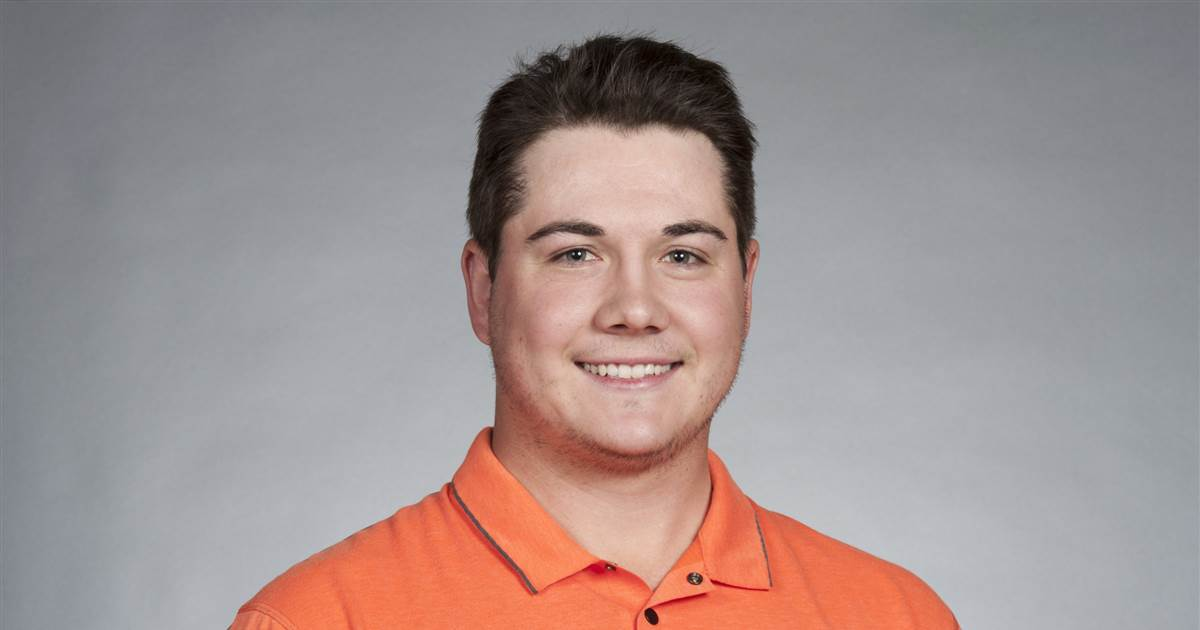 Professional golfer arrested after trying to meet 15-year-old girl, police say
