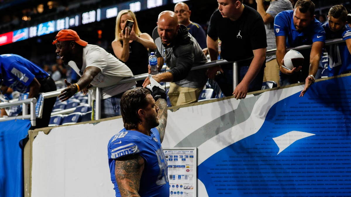 Report: Detroit Lions place Taylor Decker on injured reserve after finger surgery